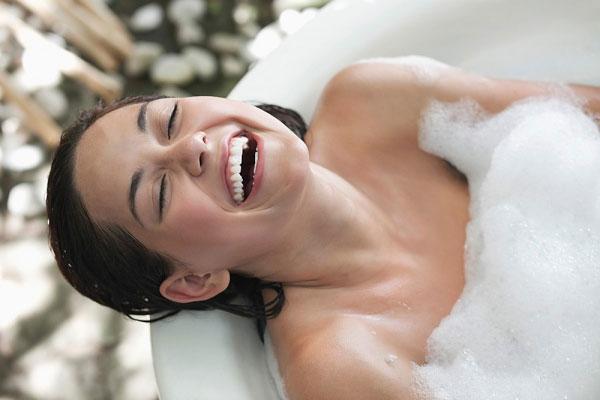 Bí quyết giảm mỡ bụng sau sinh 1 năm bằng tắm nước nóng